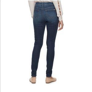 Jennifer Lopez Jeans - Jennifer Lopez Mid Rise Skinny Jeans.  NWT
